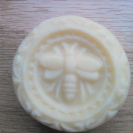 Bee Embossed Solid Body Bar