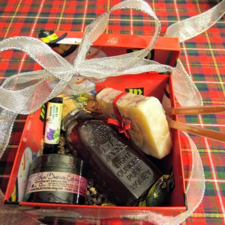USE PIC OF CHRISTMAS GIFT BOX MFH BNBS